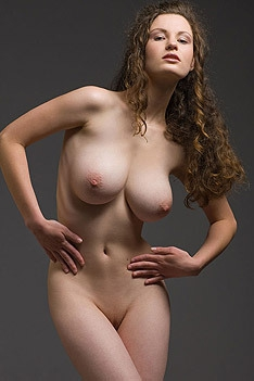 Hot Busty Susann Gets Nude