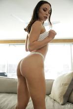 Tempting Hottie With Round Ass Aidra Fox 14