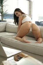 Tempting Hottie With Round Ass Aidra Fox 19