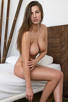 Naked Chick Exposed Her Big Boobs