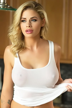 Jessa Rhodes In Kitchen Counter